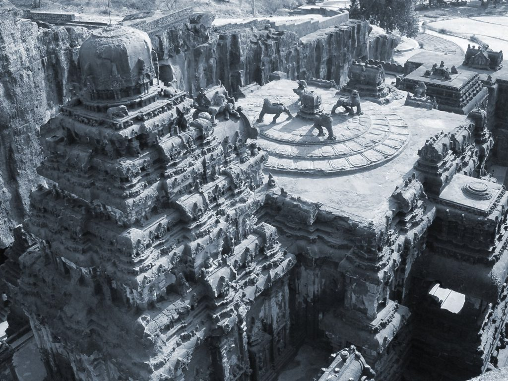10 mind-boggling images of the Kailasa Temple that prove ancient man had advanced technology Ellora3-1024x768