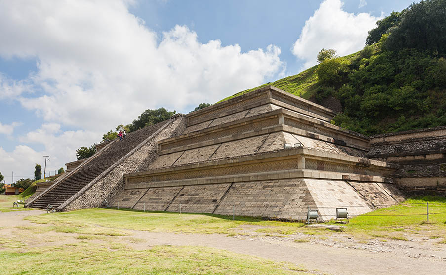 This is the Worlds LARGEST confirmed PYRAMID and it DWARFS the Great Pyramid of Giza Gran_Pir%C3%A1mide_de_Cholula_Puebla_M%C3%A9xico_2013-10-12_DD_14