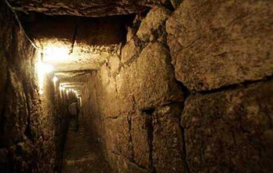 Underground cities and networks around the world  Underground-tunnels-2