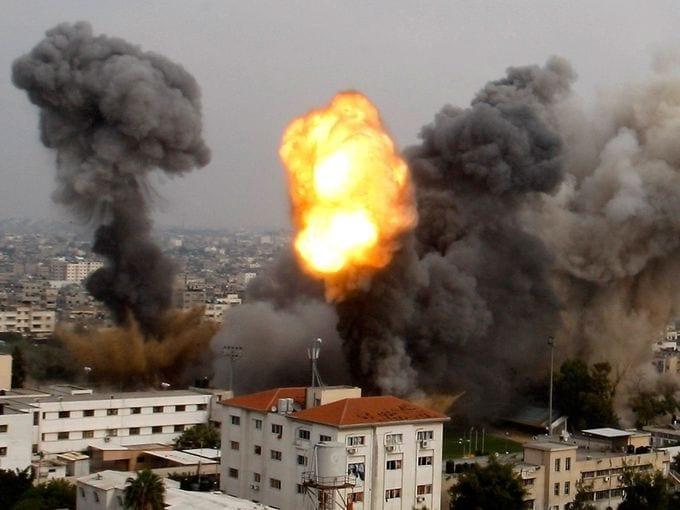 من سوريا للعراق ومن مصر لأوكرانيا ...مغامرات الثعلب والحمار! Israel-bomb-gaza