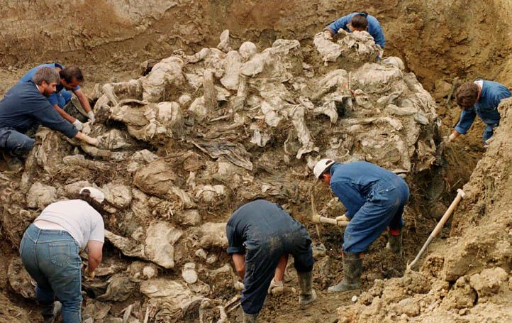 Ratko Mladic arrêté  Bosnia-Srebrenica-Fosse-Commune-2-3