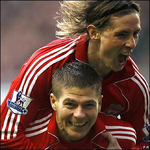 Gerrard va` TORRES Torres-gerrard-newcastle