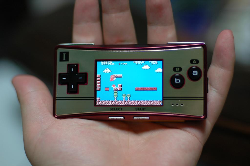 [SONDAGE] Quelle console PORTABLE a le meilleur DESIGN? Nintendo_GameboyMicro