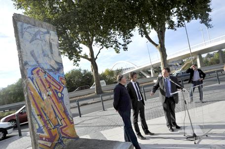 25ème anniversaire de la chute du Mur de Berlin : pans du Mur de Berlin disséminés sur la planète BerlinWall_01