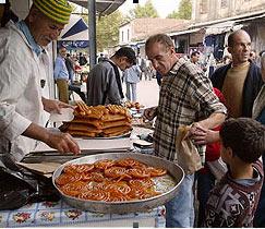 رمضان الجزائر.. مساجد عامرة ولقاءات أسرية وعادات أصيلة 06