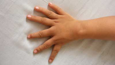 Kõan-like hand... left hand? Or right hand? Six-fingers