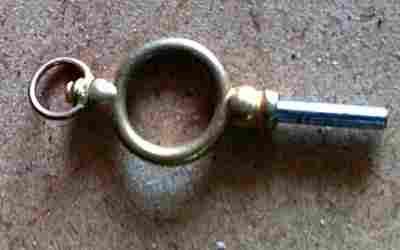 un objet à découvrir , blucat (5août) trouvé par ajonc Clef-ancienne-montre-a-gousset-2