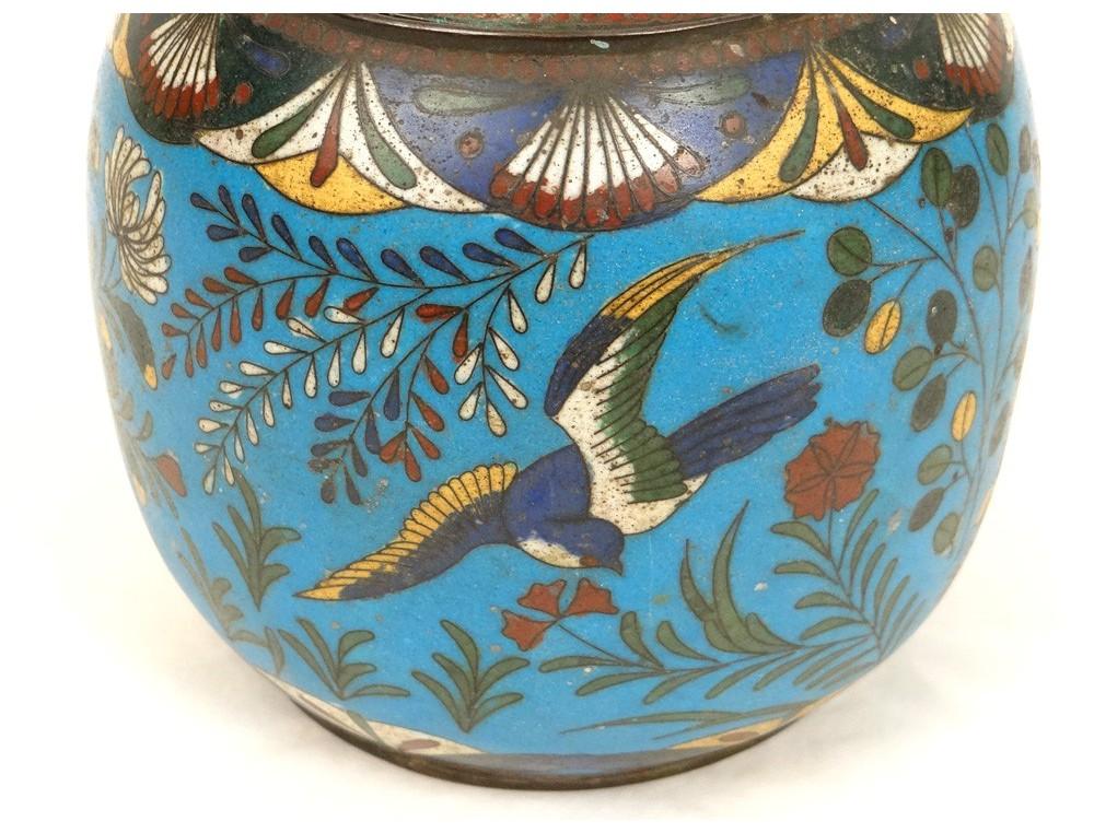 Cloisonne - tehnika dekoracije emajla - Page 4 Pot-covered-box-cloisonne-enamel-bird-flowers-japan-enamel-xixth-century