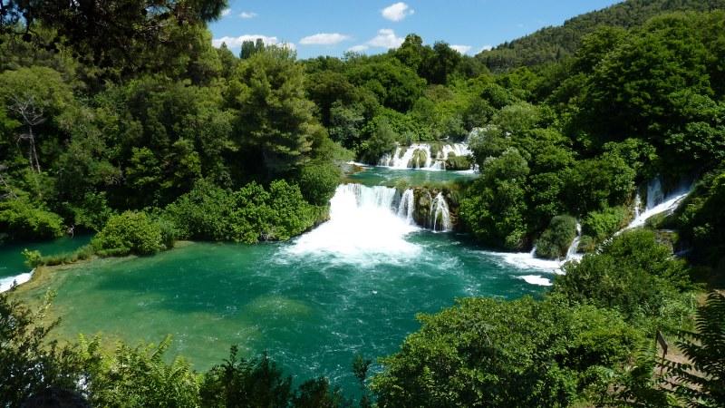 Hrvatska - Page 9 02_croatia_dalmatia_national-park-krka_waterfalls_island-visovac_primosten-villa-sjor