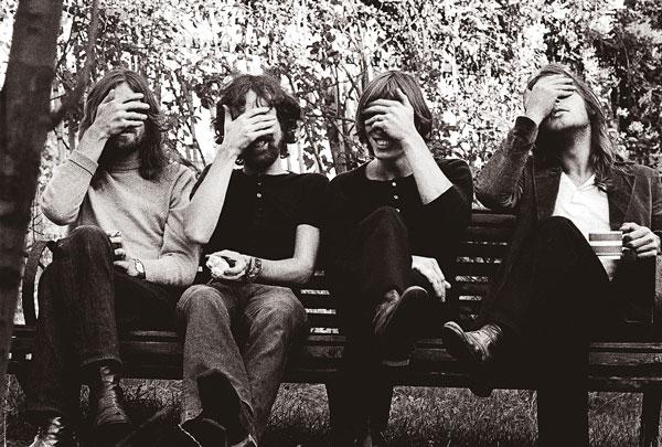 15 πράγματα που ίσως δεν γνωρίζατε για τους Pink Floyd  Pink-floyd-hiding