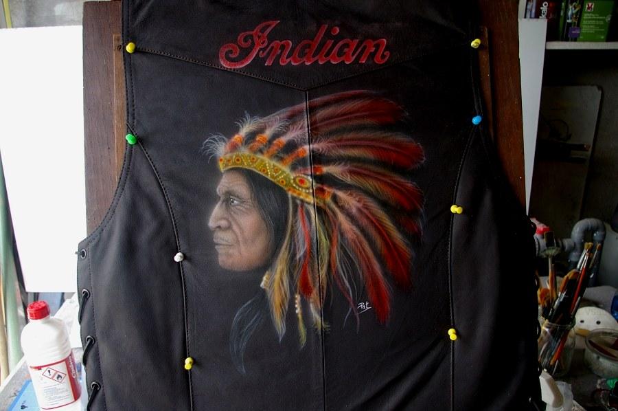 peinture sur cuir Peinture-jacket-cuir-aerographe--indian-pat-deco-pau