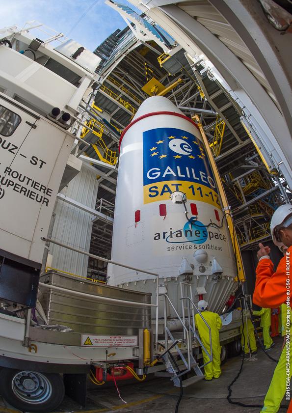 Lancement Soyouz VS13 / GALILEO - 17 décembre 2015 - Page 2 Pose-coiffe-sur-lanceur_168