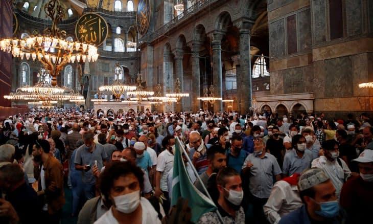 """Les prières à Sainte-Sophie """"déclenchent 3000 nouveaux cas de Covid-19 en Turquie"""" 1-16"""