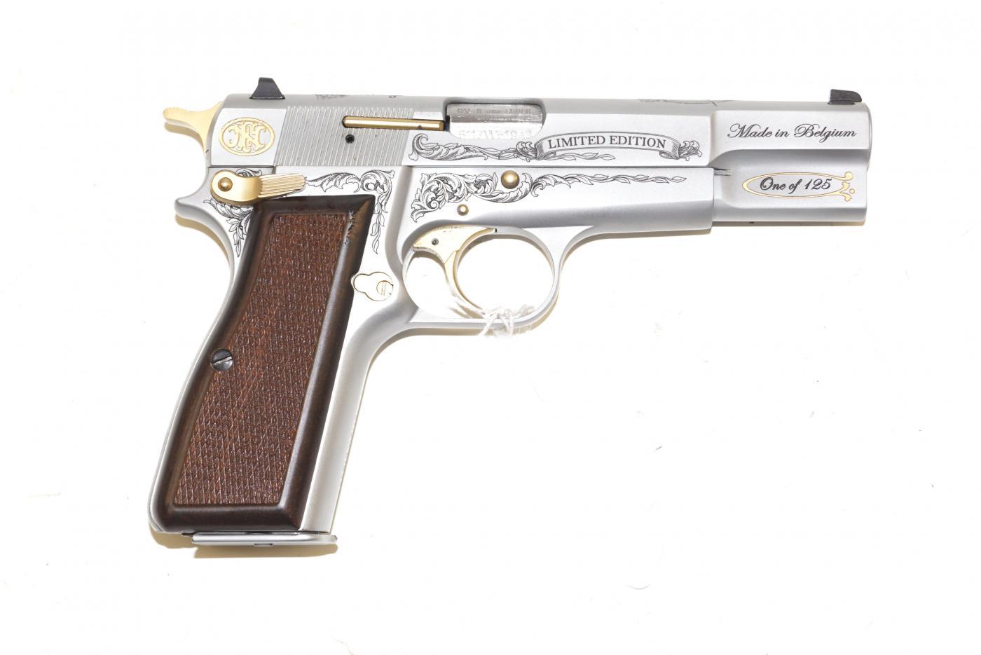Le GP 35 plaqué or de Kadhafi 8780