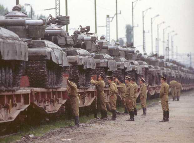 دبابات القتالية الروسية التي يمتلك بعضها الجيش العربي السوري  T-64_RUSSE_1