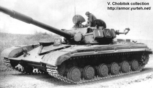دبابات القتالية الروسية التي يمتلك بعضها الجيش العربي السوري  T-64_Russe_09