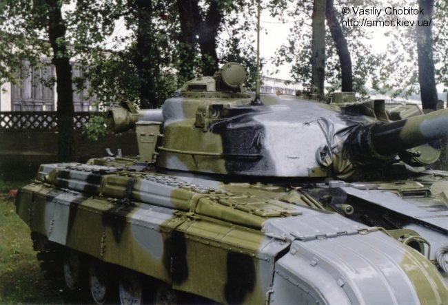 دبابات القتالية الروسية التي يمتلك بعضها الجيش العربي السوري  T-64_Russe_22