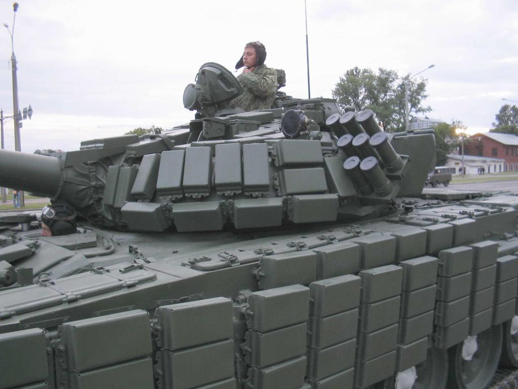 Armée Biélorusse / Armed Forces of Belarus T_72b_belarus_02