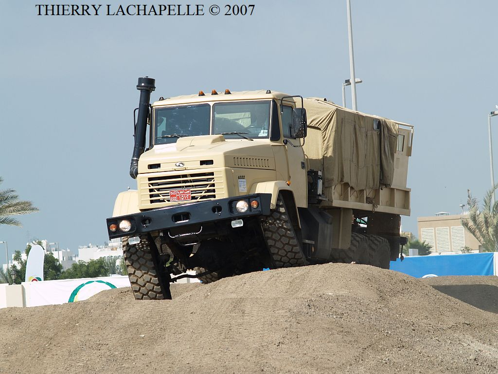 شركة المركبات العسكرية AutoKraZ تسلم مصر آخر شحنة من عربات النقل العسكري Idex_2007_kraz_6322_001