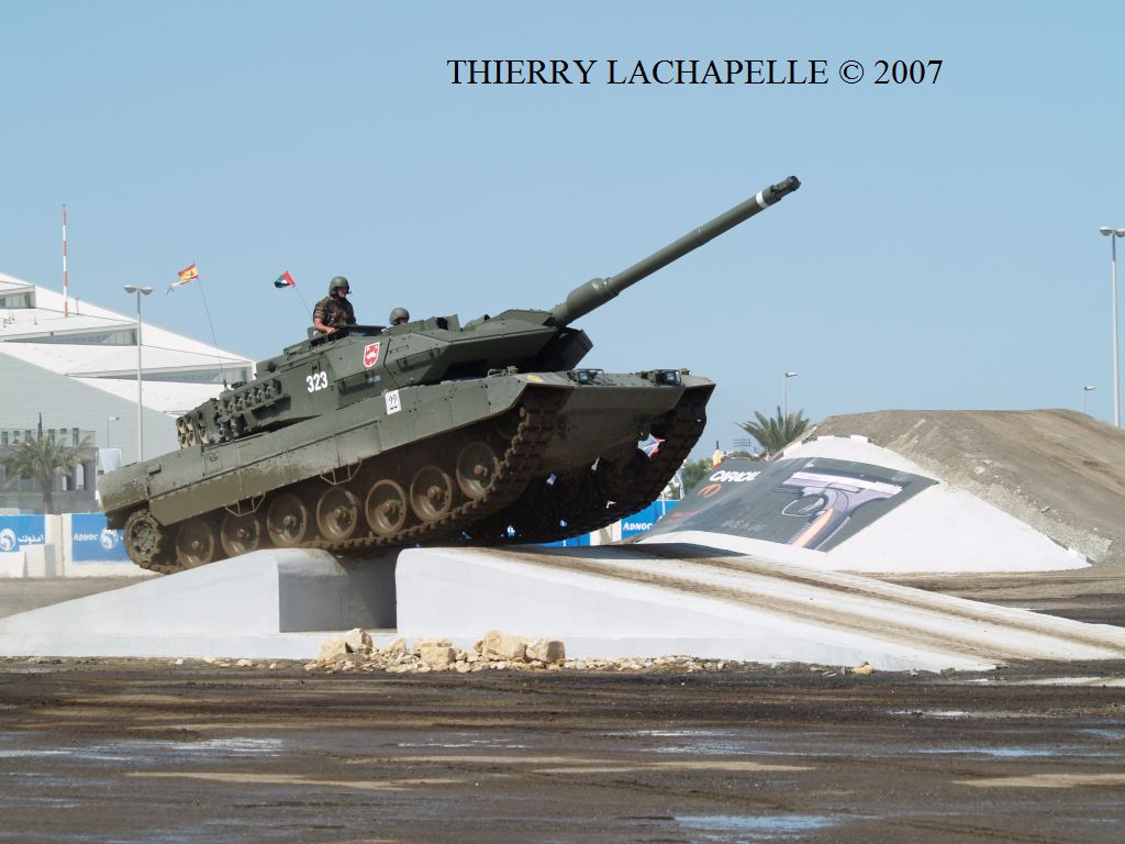 Armes made in Spain Idex_2007_leopard2e_004