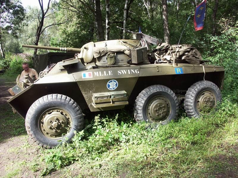 القوات المسلحة التونسية *شامل* M8_Greyhound_Tanks_in_Town_2005_05.JPG
