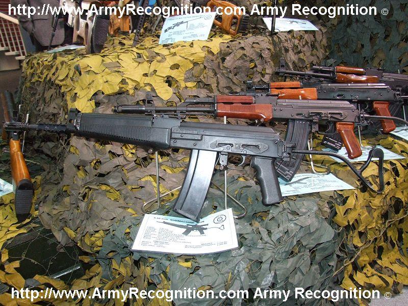 صفقة مغربية رومانية لشراء أسلحة فردية و دخيرة  5-56_sub-machine_gun_Cugir_Romania_Expomil_2007_001