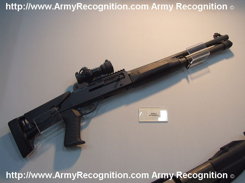 transformer un m1100 maruzen en m4 benelli Benelli_M4_super_90_Beretta_Expomil_2007