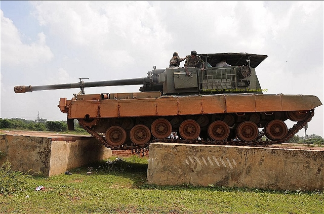 EJERCITO INDIO Arjun_Catapult_Gun_System_M-46_130mm_tracked_self-propelled_howitzer_DRDO_India_Indian_defense_industry_640_001