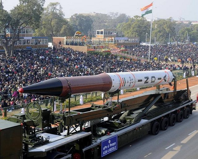EJERCITO INDIO Agni-IV_strategic_nuclear-capable_missile_India_Indian_army_defence_industry_military_technology_002