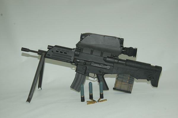 fusils d'assaut K11_advanced_individual_weapon_system_assault_rifle_s_and_t_daewoo_South_Korea_Korean_600