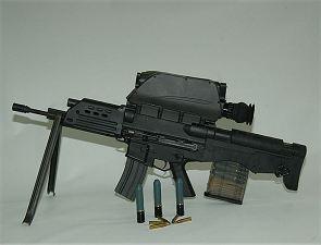 fusils d'assaut K11_advanced_individual_weapon_system_assault_rifle_s_and_t_daewoo_South_Korea_Korean_left_side_view_001