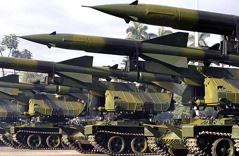 pour - Paris et Londres veulent livrer des armes aux rebelles syriens SA-2_sol_air_missile_system_tracked_armoured_vehicle_Cuban_Cuban_army_001