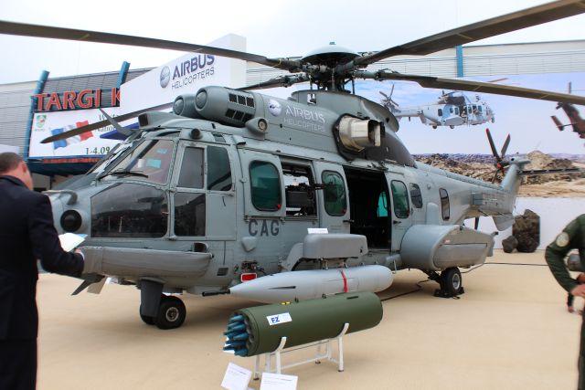 """عاجل - الرئاسة الفرنسية تعلن عن نية #الكويت شراء 24 مروحية """"كركال""""  Airbus_Helicopters_EC665_Tiger_HAD_and_EC725_Caracal_first_appearance_in_Poland_640_002"""