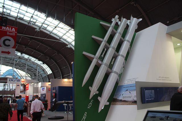 اهم مشاهد معرض MSPO 2015 IMI_Israel_PREDATOR%20HAWK_long-range_tactical_missile_MSPO_2015_defense_exhibition_Kielce_Poland_640_001