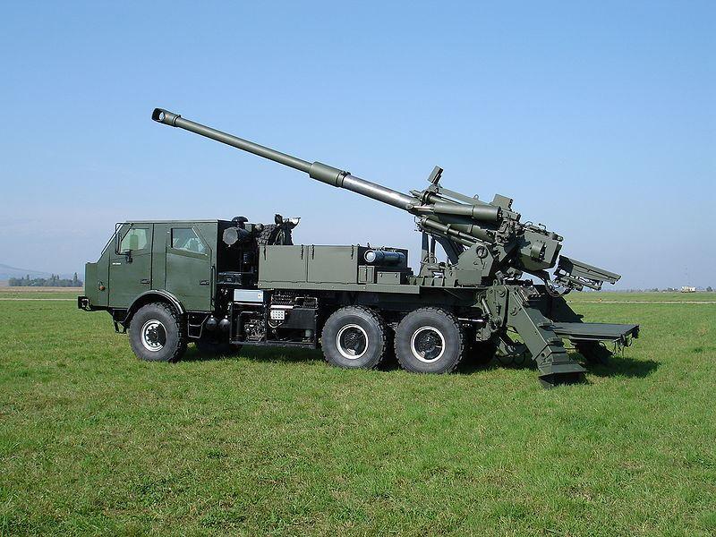 systèmes d'artilleries autotractés et autopropulsés Atrom_wheeled_self-propelled_howitzer_6x6_truck_aerostar_Romania_Romanian_army_003