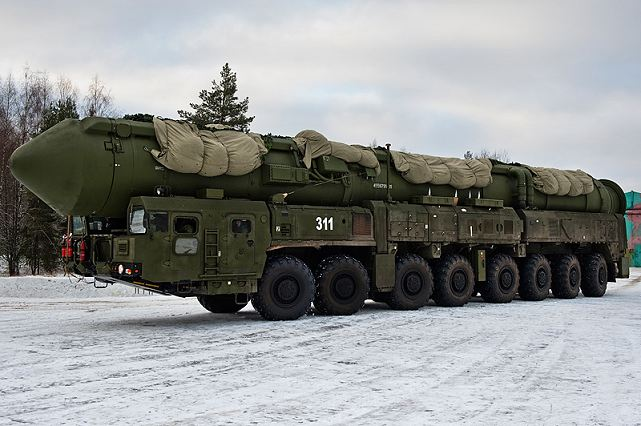 Conflicto occidente-oriente:tercera guerra mundial  y  holocausto nuclear. RS-24_Yars_mobile_intercontinental_ballistic_missile_system_Russia_Russian_army_003
