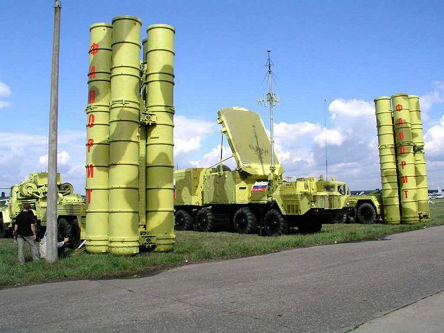 الصفقة الروسية الاردنية S-300_PMU2_surface-to-air_defense_missile_system_Russia_Russian_army_640_002