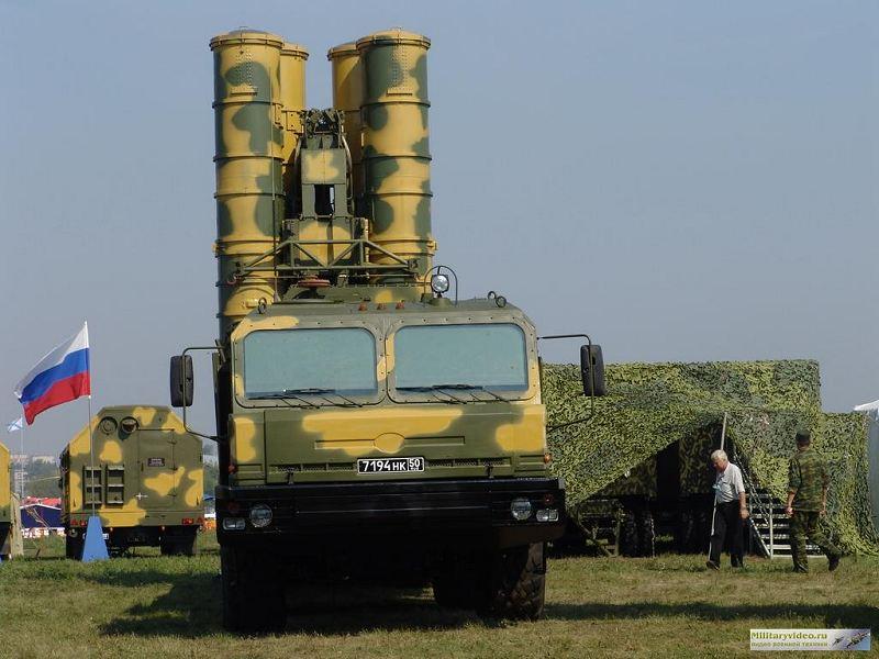 ماذا تتوقعون سيكون عليه الاتفاق المصرى الروسى  S-400_surface_to_air_missile_wheeled_armoured_air_defense_vehicle_Russian_army_Russia_004