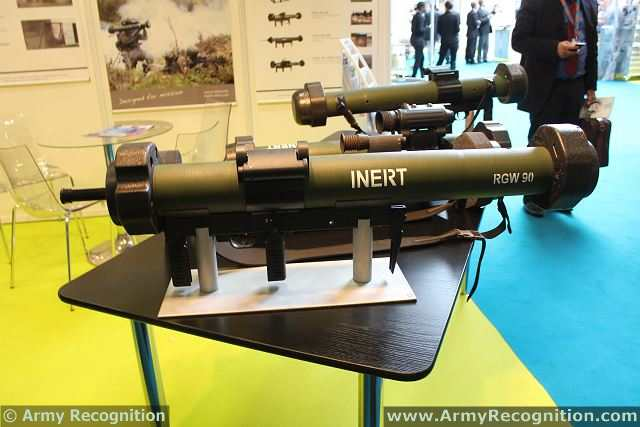 RGW 90 منظومة أسلحة يدوية للاستخدام الشامل RGW_90-AS_90mm_anti-armour_anti-structure_recoilless_grenade_weapon_Germany_German_defence_industry_FED_2013_001
