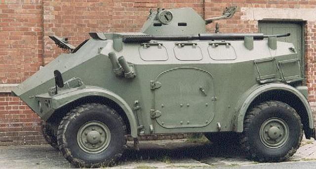 الجيش الموريتاني Panhard_M3_wheeled_armoured_personnel_carrier_640