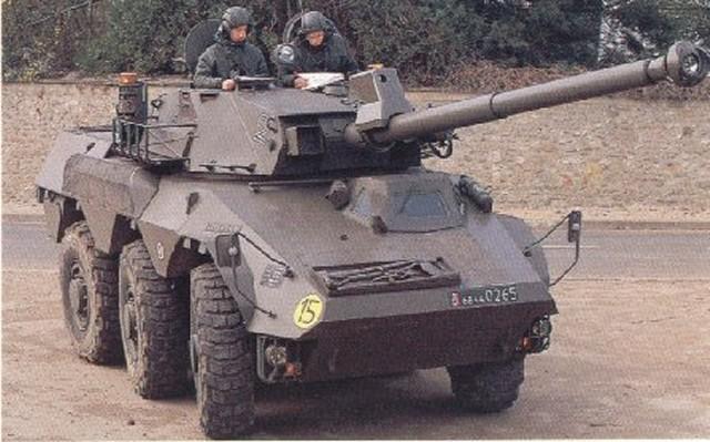 ابني جيشك الخاص بأي سلاح تريد  - صفحة 2 Renault_vbc-90_wheeled_armoured_combat_vehicle_640