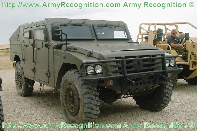 Vehiculo blindado  de la DGIM Kitam - Página 6 Sherpa_3A_Renault_trucks_defense_wheeled_armoured_vehicle_personnel_carrier_french_Army_France_640