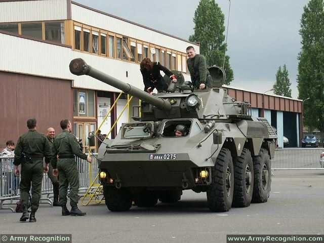 """الصفقة اللبنانية - الفرنسية 3 مليار رولار """"وضوح الرؤية و أنواع الأسلحة"""" VBC_90_90mm_gun_6x6_armoured_vehicle_French_France_army_defense_industry_military_technology_equipment_640_001"""