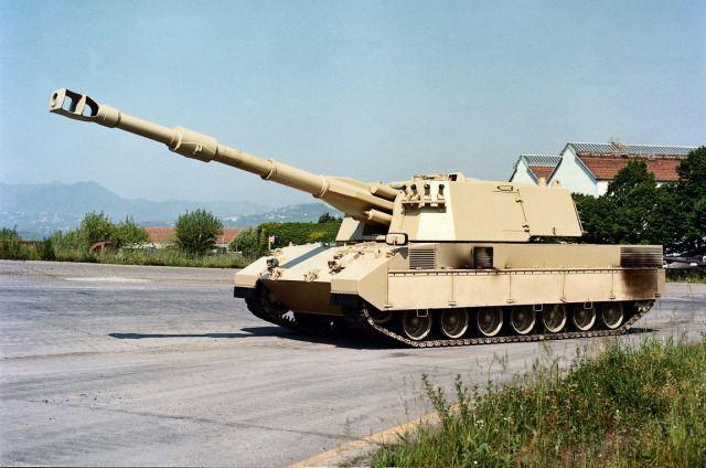systèmes d'artilleries autotractés et autopropulsés Palmaria_Oto_Melara_sel-propelled_howitzer_155mm_Italy_Italian_640