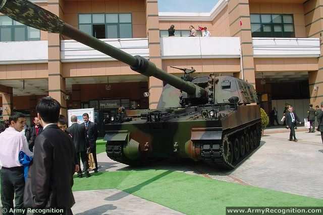 الهاوتزر التركي فيرتينا T-155_Firtina_155mm_tracked_self-propelled_howitzer_Turkey_Turkish_army_defence_industry_military_technology_007