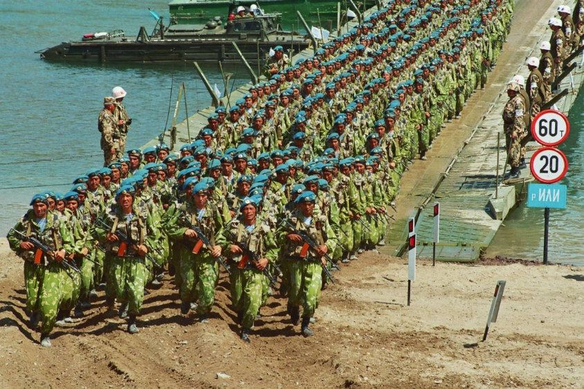 Armées du Kazakhstan  - Page 5 Soldiers_military_combat_field_dress_uniforms_Kazakh_army_Kazakhstan_001