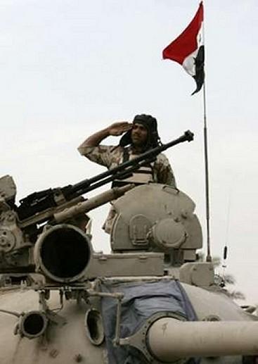 الموسوعة الأكبر لصور و فيديوهات الجيش العراقي 2 - صفحة 2 Iraqi_T-55_main_battle_tank_17122007_news_002