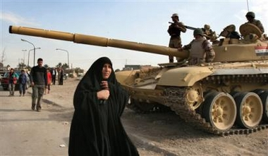 الموسوعة الأكبر لصور و فيديوهات الجيش العراقي 2 - صفحة 2 T-72_Iraq_news_01