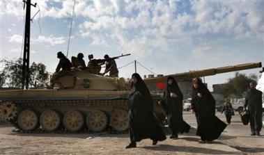 الموسوعة الأكبر لصور و فيديوهات الجيش العراقي 2 - صفحة 2 T-72_Iraq_news_02