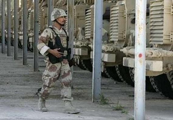 الموسوعة الأكبر لصور و فيديوهات الجيش العراقي 2 - صفحة 2 Iraqi_armoured_01042007_003